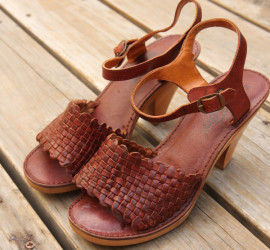 Vintage 70s WOVEN LEATHER WOOD SOLE SANDALS